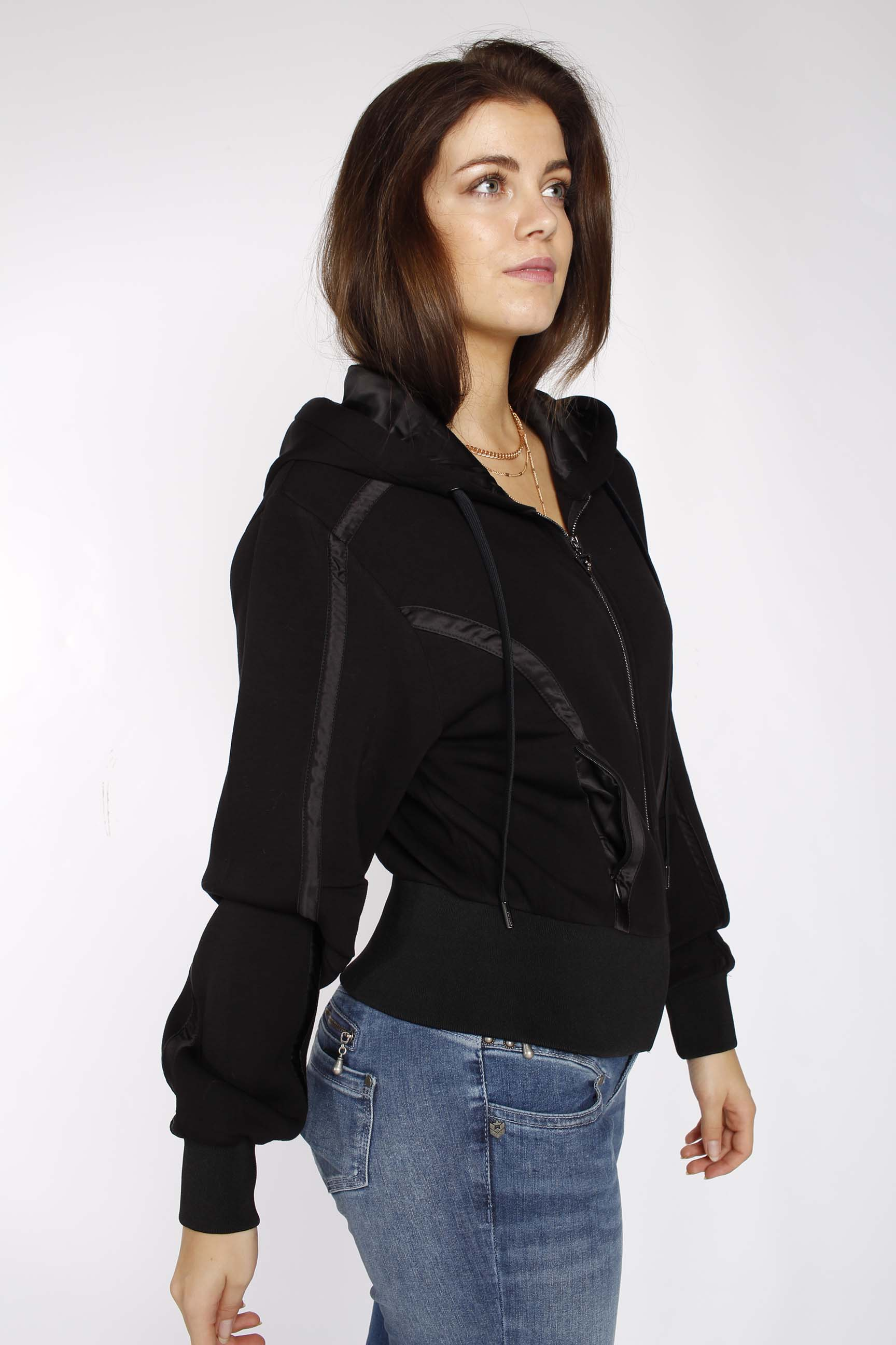 Scuba Tayler Fashion